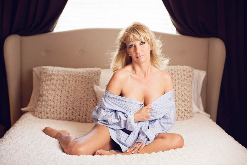 mom of 3 boudoir portrait